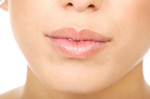 Bellezza, labbra perfette con le protesi soffici in silicone definitive