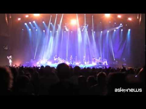 ''Logico tour'' di Cremonini al via con live caleidoscopico