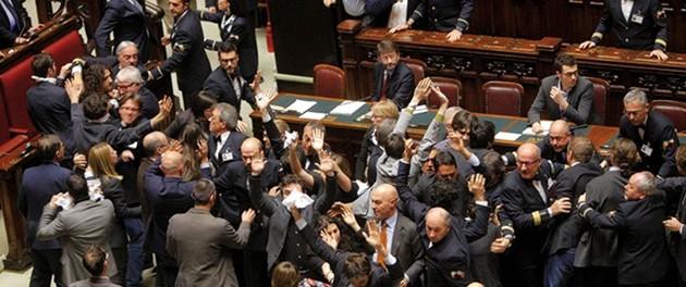 Via libera della Camera al Jobs act,  novità su articolo 18