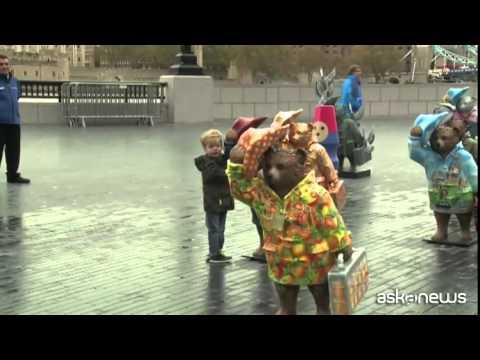 A Londra spuntano tanti piccoli orsetti Paddington