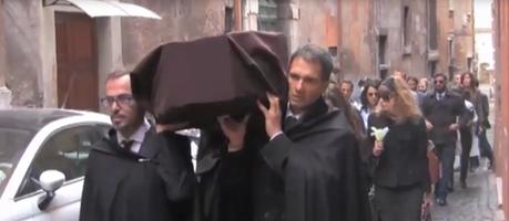 Il ''funerale dell'Italia'' del Movimento 5 stelle