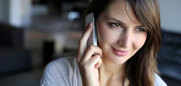 L'uso del cellulare potrebbe deformare colonna vertebrale