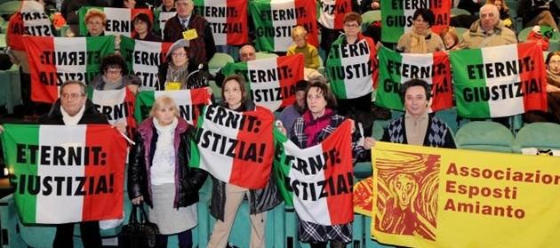 """Eternit, Cassazione ribalta sentenza: """"Reato prescritto"""". Familiari: """"Vergogna"""""""