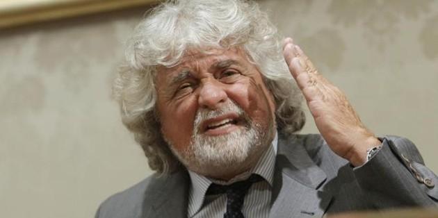 """Bruxelles, scontro giornalista-Grillo: """"Sei come Putin"""". """"Cercati un lavoro"""""""