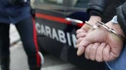 manette-arrestato-carabinieri_