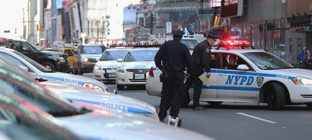 New York, poliziotto spara e uccide un ragazzo