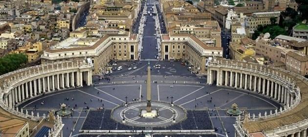 Bergoglio fa costruire docce per clochard a S.Pietro