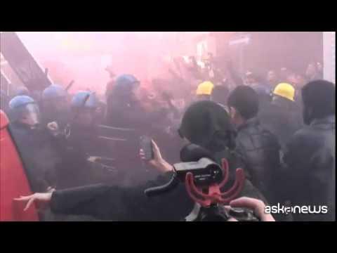 Sciopero Cgil, scontri a Milano tra polizia e antagonisti