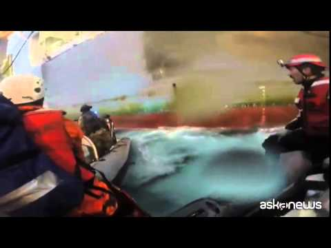 Video shock Greenpeace: ferita attivista italiana in azione