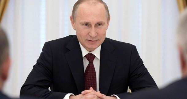 Putin saldo al potere, ottimista su rublo. Silenzio su sanzioni