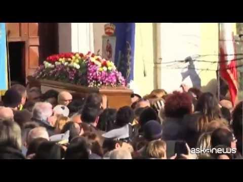 L'ultimo saluto a Mango, in migliaia ai funerali a Lagonegro
