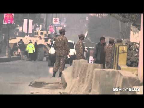 Pakistan, i talebani attaccano una scuola: oltre 120 morti