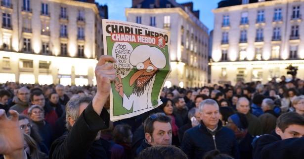 """Radio dell'Isis: killer di Charlie Ebdo sono """"eroi"""""""