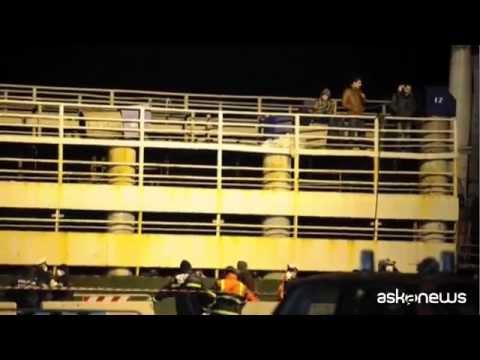 Attraccato a Corigliano il barcone fantasma degli immigrarati