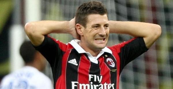 Milan, lesione muscolare per il difensore Bonera