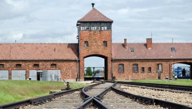 Il ritorno ad Auschwitz di 300 sopravvissuti dopo 70 anni (VIDEO)