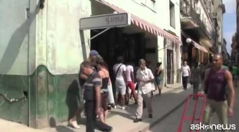 Gli Usa allentano le restrizioni verso Cuba, ma l'embargo resta