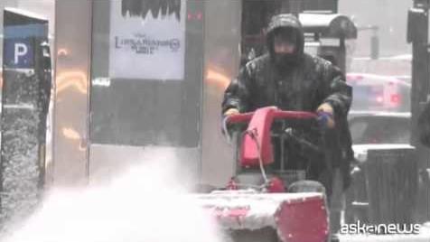Grande nevicata su New York, città paralizzata (VIDEO)
