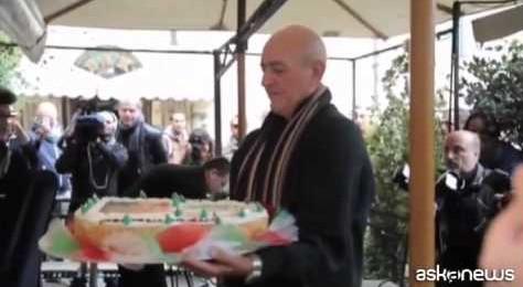 Napolitano torna a casa, bagno di folla nel rione Monti a Roma