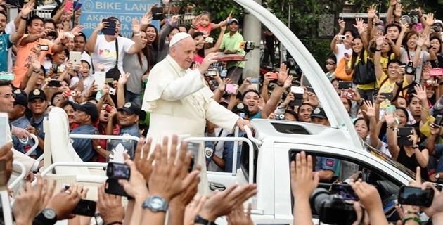 Messa nella tempesta per il Papa a Tacloban, nelle Filippine
