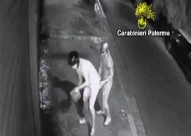 Estorsione a Palermo, incendiano negozio e si ustionano