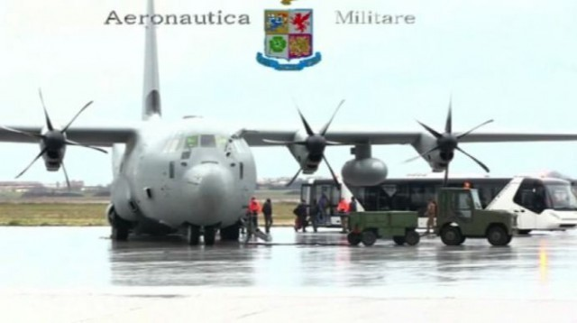 Libia, arrivati a Pratica di mare gli italiani rimpatriati