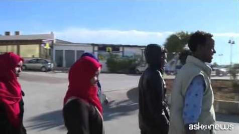 Ahmed, Omar e Tanjin, le storie dei migranti di Lampedusa (VIDEO)