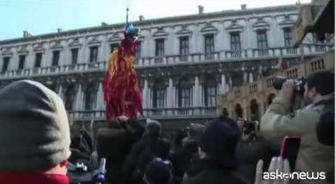Esplode il Carnevale di Venezia con il volo d'Angelo