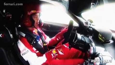 Ferrari, Vettel sulla nuova FXX K (VIDEO)