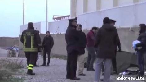 Giallo a Palermo, cadavere donna sugli scogli (VIDEO)
