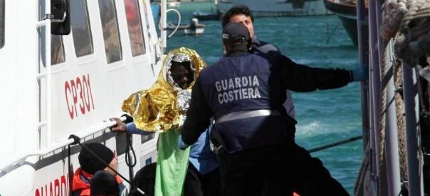 Immigrati, attacco armato a Guardia costiera italiana