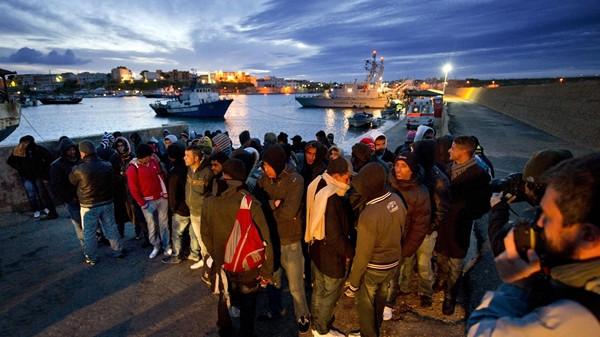 Medici Senza Frontiere, priorità è salvare vite dei migranti (VIDEO)