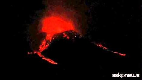 L'eruzione dell'Etna tra fuoco e neve