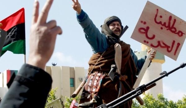 Caos Libia, l'Italia chiude l'ambasciata e rimpatria personale
