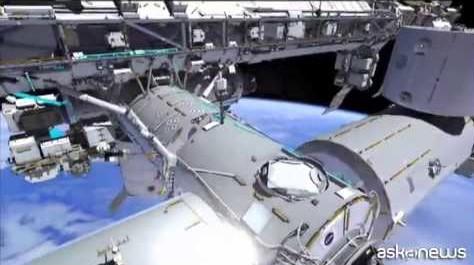 Prima passeggiata degli astronauti Usa all'esterno di Iss (VIDEO)