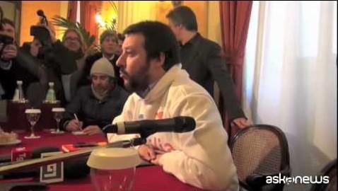 Salvini a Palermo presenta movimento. Ma viene contestato