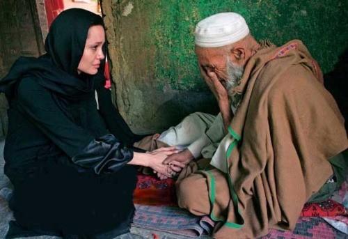 L'attrice-regista Jolie in Iraq, mai visto tanto dolore