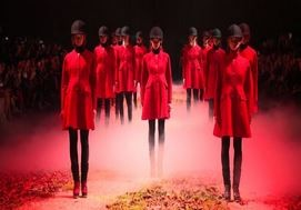 Moda, Moncler Gamme Rouge ripropone lo stile british (VIDEO)