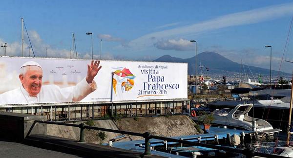 Papa a Napoli tra devozione popolare e periferie emarginate