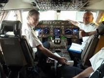 Disastro Germanwings. Alitalia: in cabina di pilotaggio ci saranno sempre 2 persone