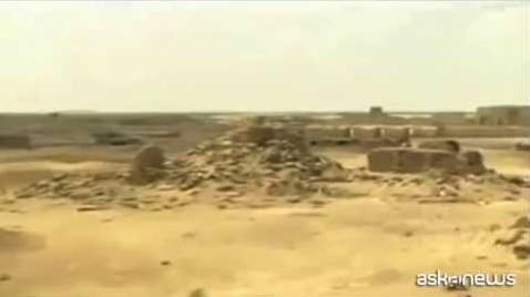 In Iraq l'Isis distrugge con le ruspe sito archeologico di Hatra