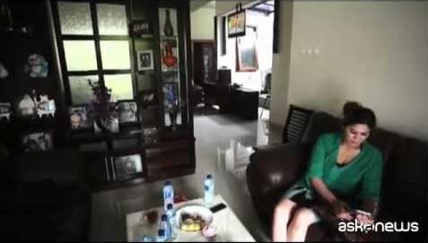 Indonesia, vendesi casa con 2 camere, giardino e... moglie