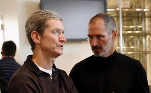 Steve Jobs rifiutò trapianto del fegato di Tim Cook