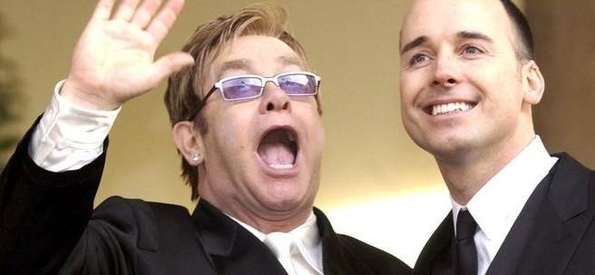 Guerra tra vip su fecondazione in vitro, Elton John attacca Dolce&Gabbana