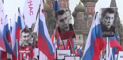 Mosca commemora Nemtsov con marcia-fiume