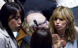 Veleni e allusioni, Alessandra contro Nunzia. Ed è caos