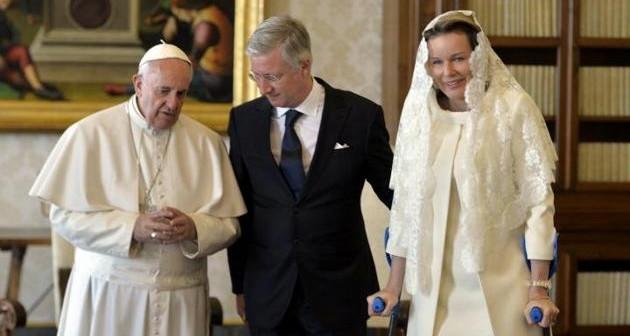 I reali del Belgio in Vaticano, regina in stampelle