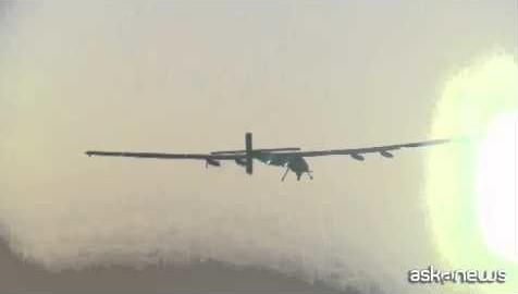 Parte giro del mondo con aereo alimentato a energia solare (VIDEO)