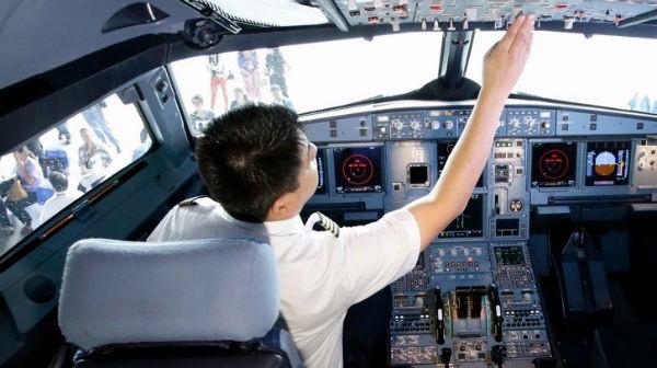 """Comandante A320 a Lubitz: """"Apri questa maledetta porta"""""""