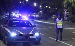 Spari a Palermo contro auto polizia, agente ferito. E' caccia al secondo uomo (VIDEO)